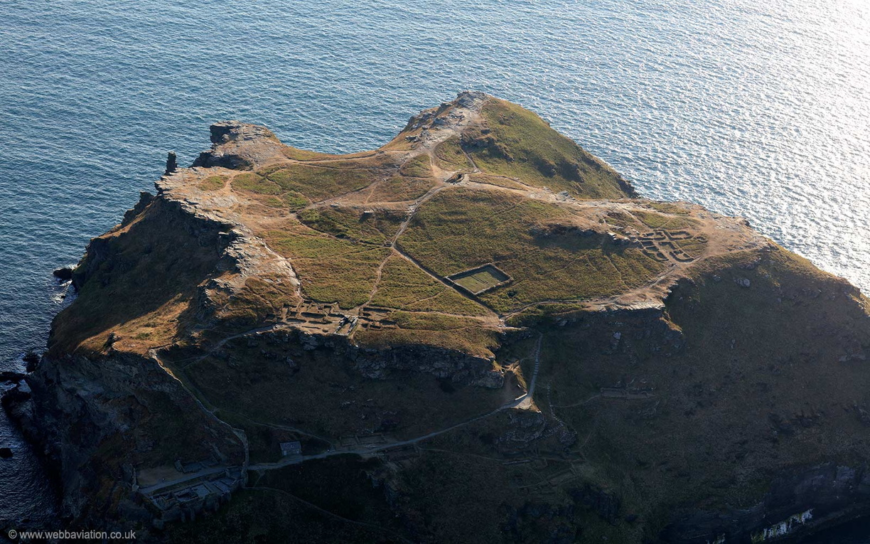 Tintagel_Castle_md12456.jpg