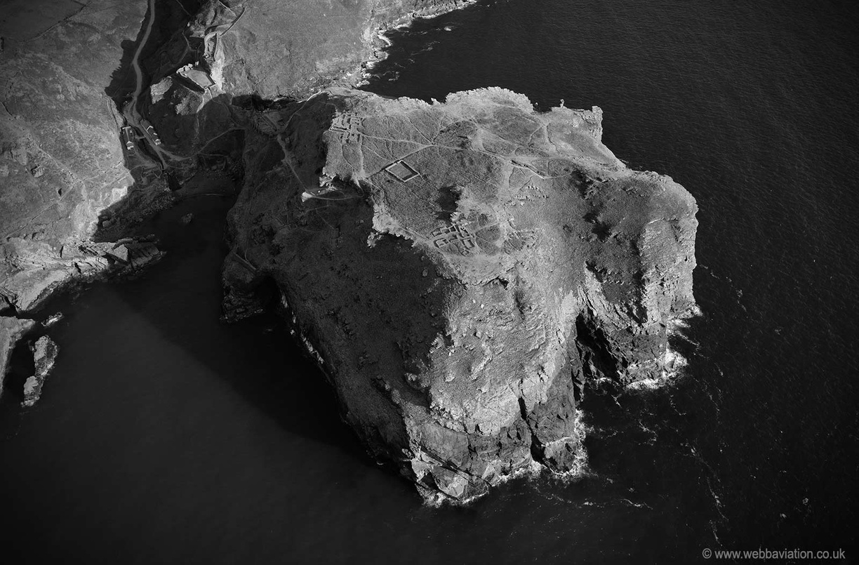 Tintagel_Castle_md12527bw.jpg