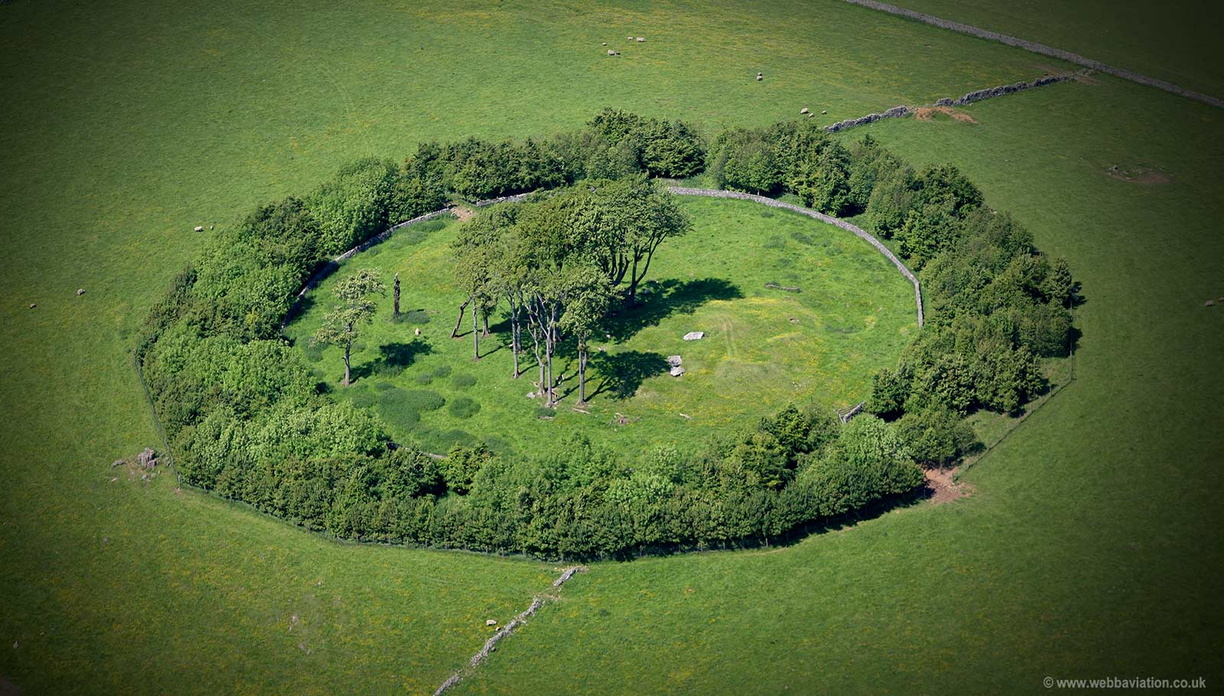 Minninglow ( Minning Low)  Neolithic chambered tomb and Bronze Age bowl barrows Derbyshireaerial photograph