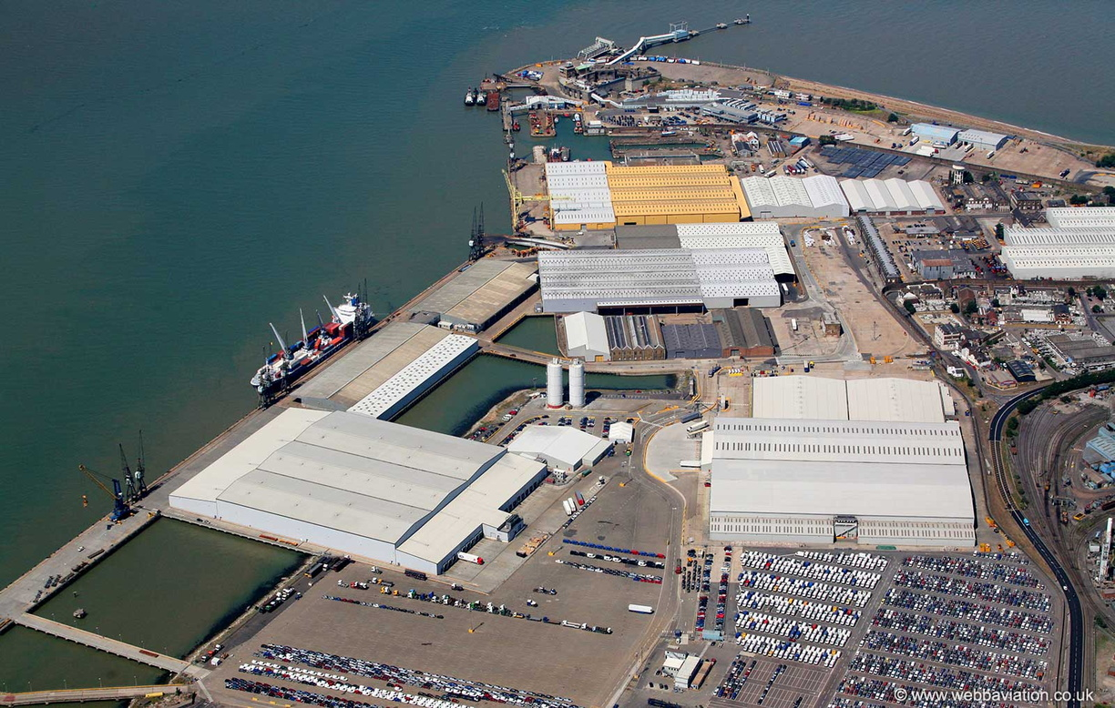 Port_of_Sheerness_aa06462.jpg