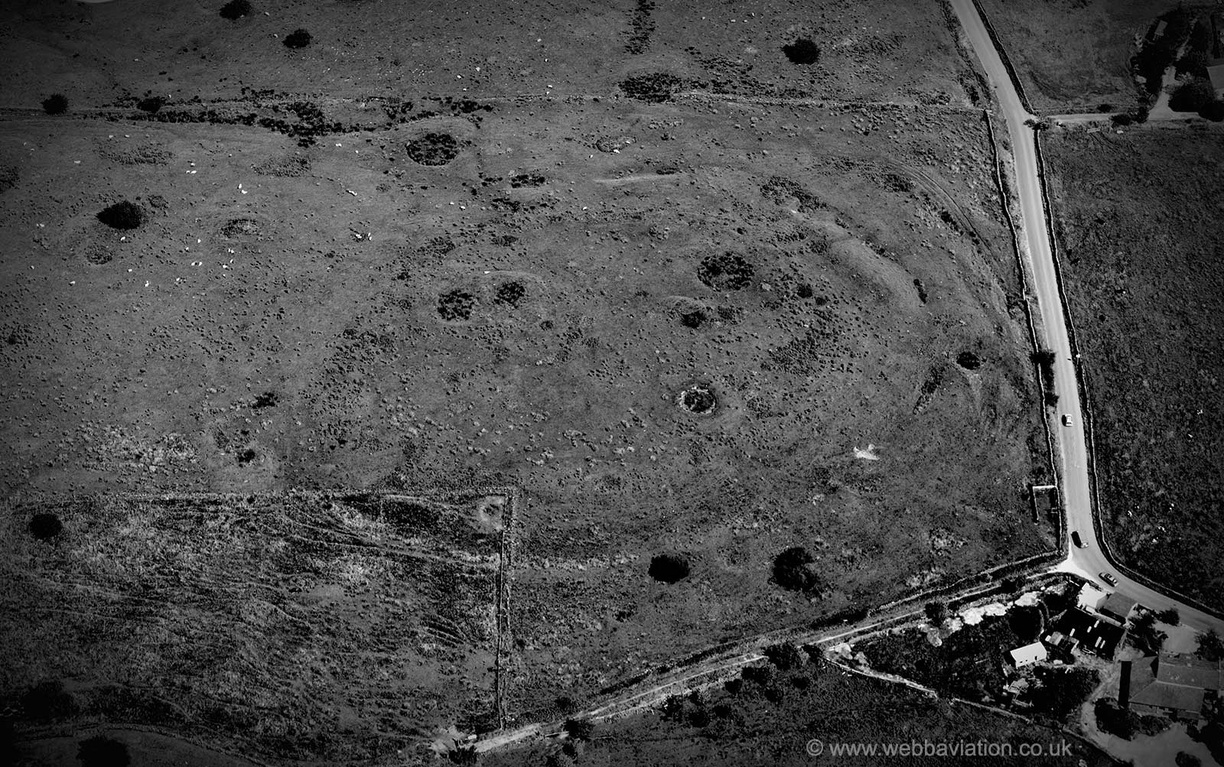 Castercliff_Iron_Age_hillfort_ba22105bw.jpg