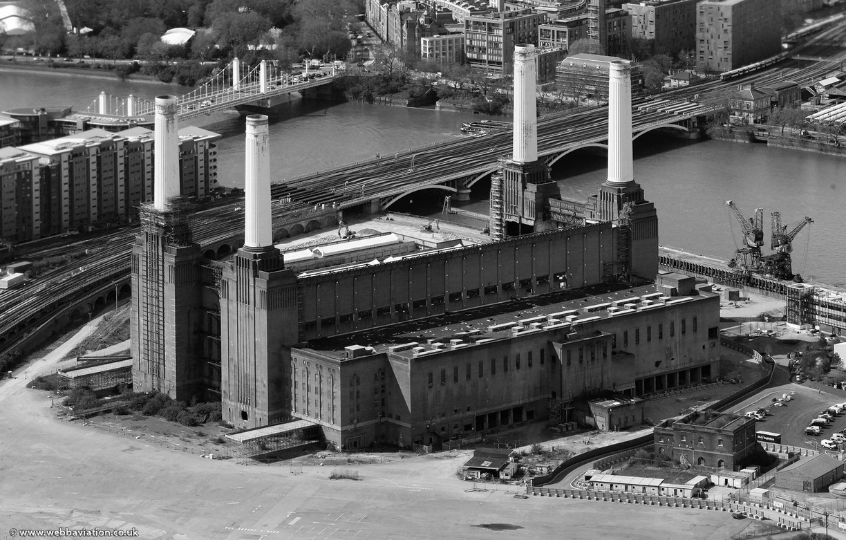 Battersea_Power_Station_hb24257bw.jpg