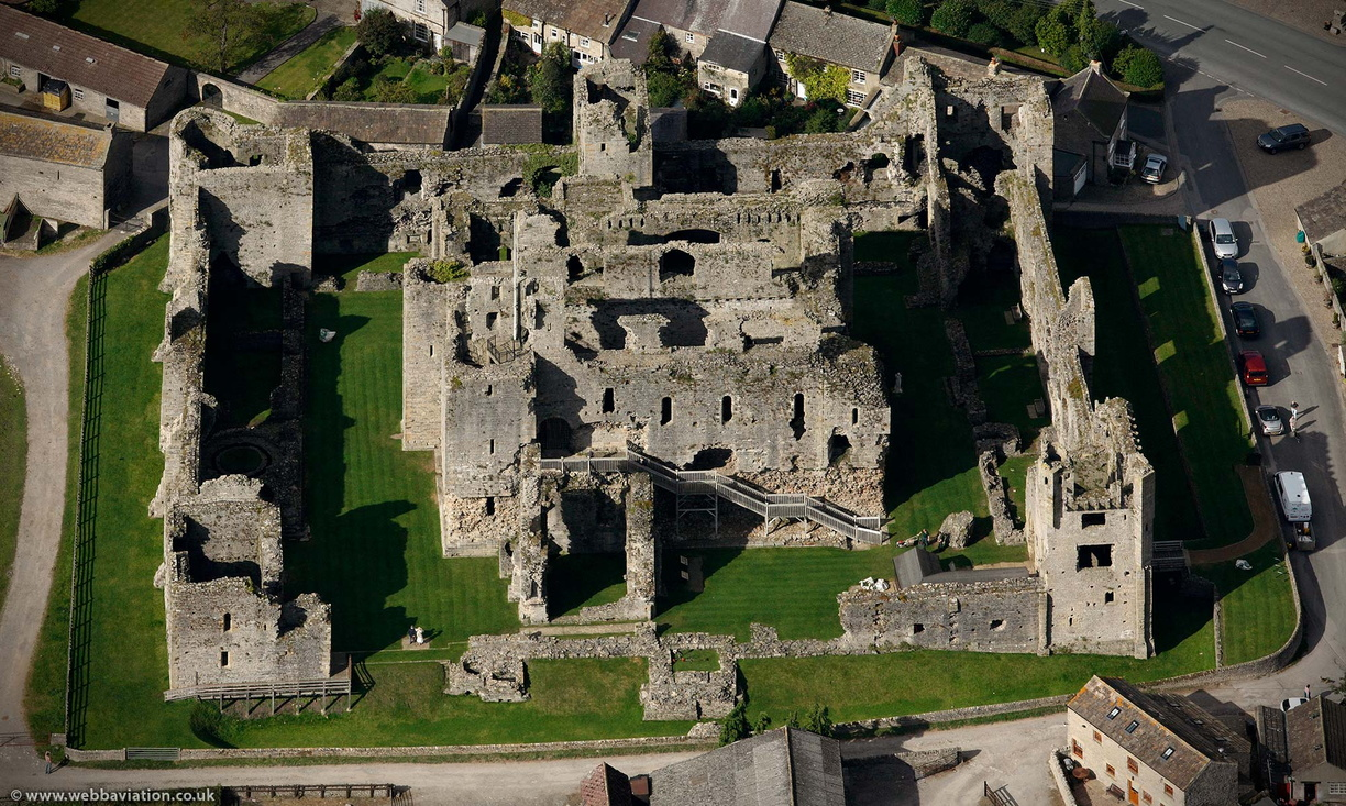 Middleham_Castle_db65723.jpg