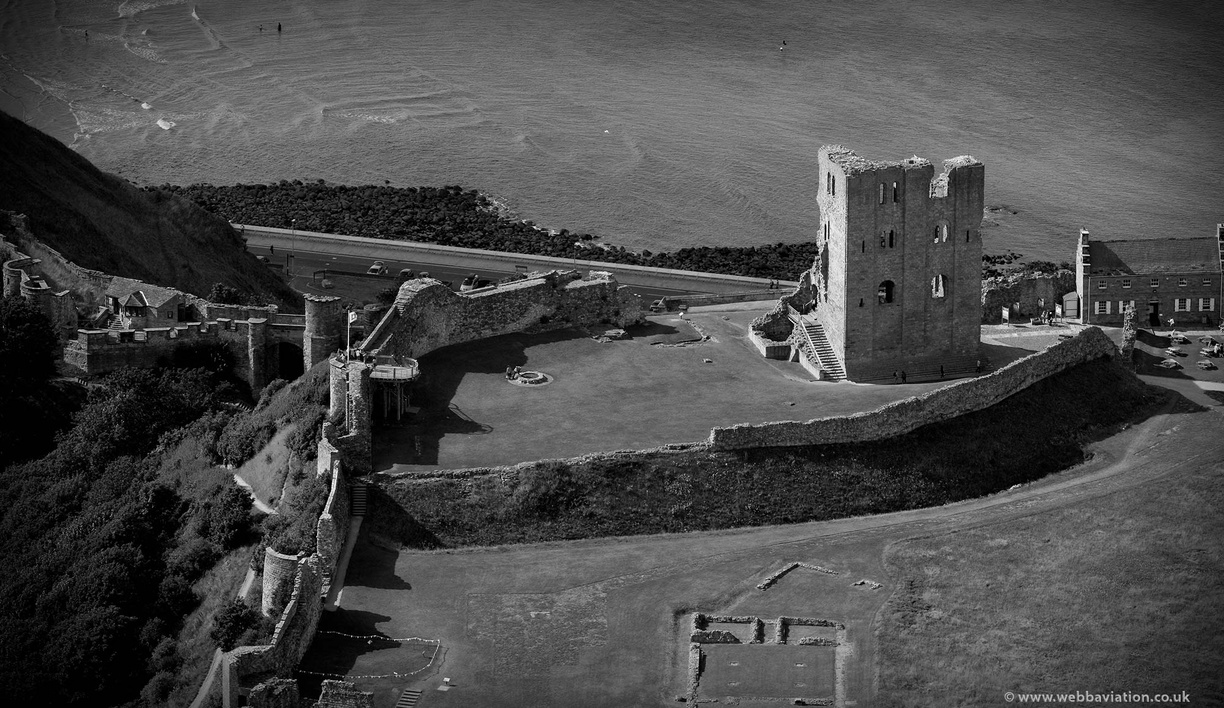 Scarborough_Castle_fb24524bw.jpg