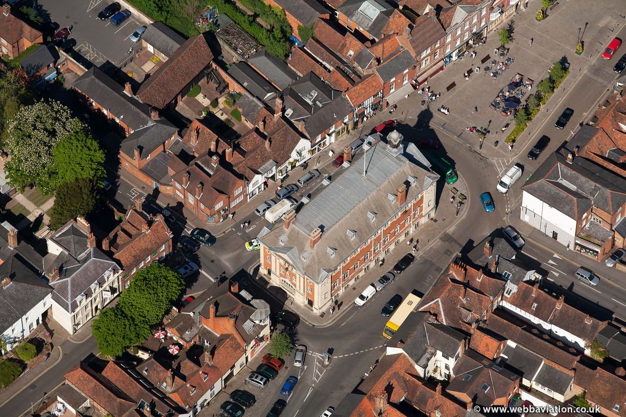 Henley-on-Thames_Town_Hall_ba09198.jpg