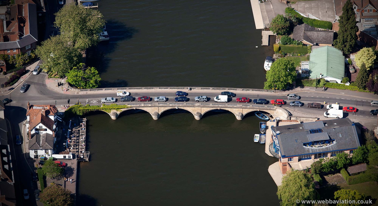 Henley_Bridge_ba09207.jpg