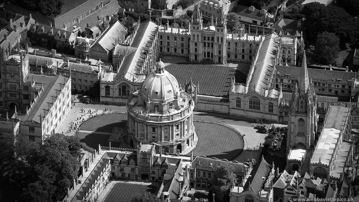 Oxford_Radcliffe_Camera_cb26704bw.jpg