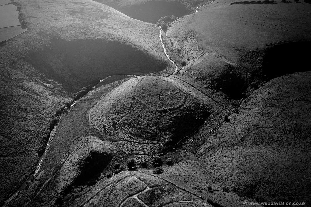 Cow_Castle_hillfort_Exmoor_md10333bw.jpg