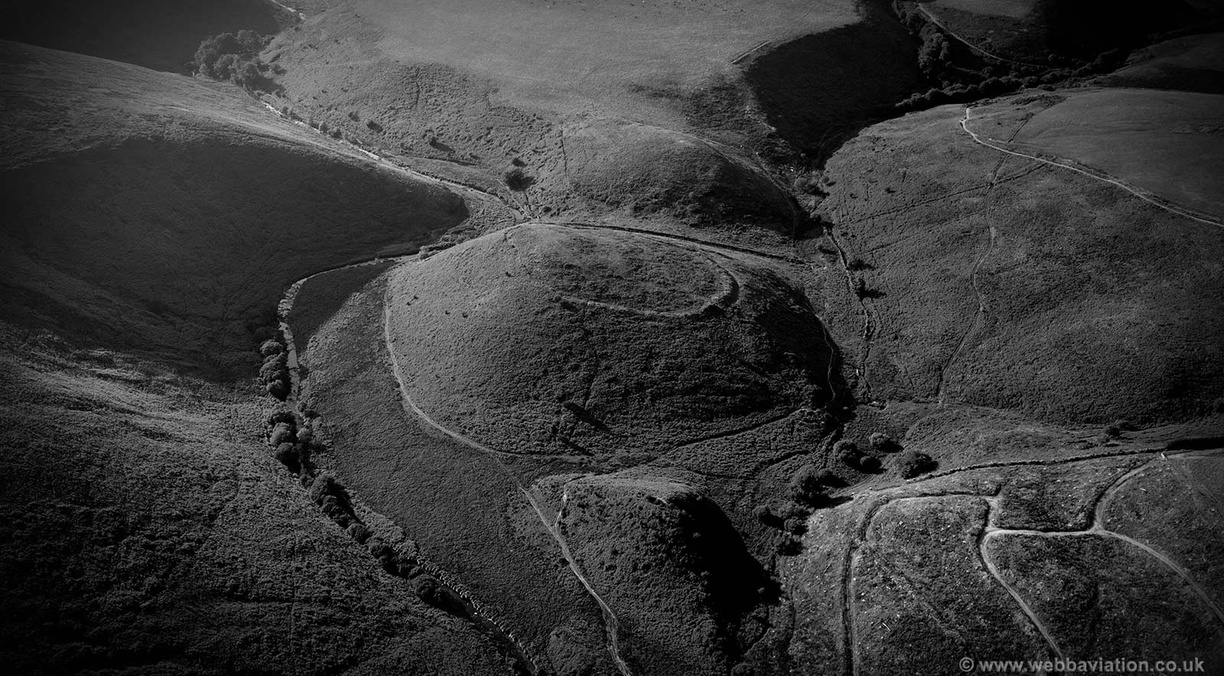 Cow_Castle_hillfort_Exmoor_md10369bw.jpg