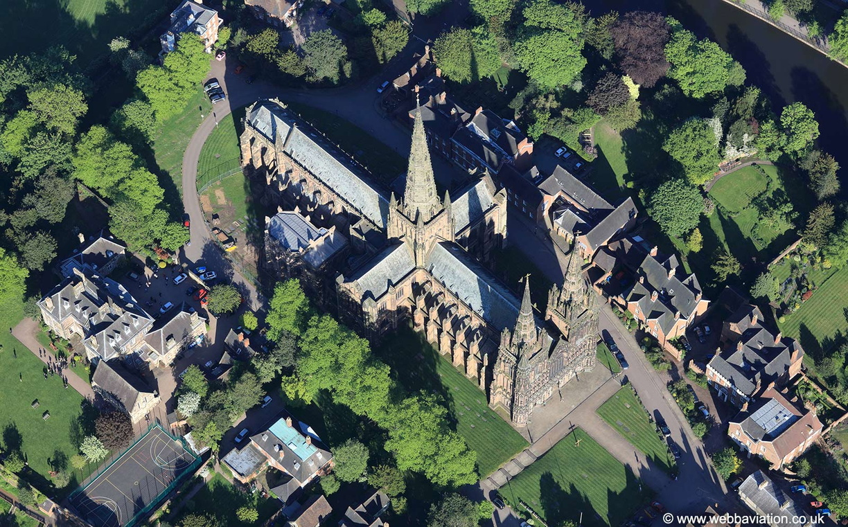Lichfield_Cathedral_md03010.jpg