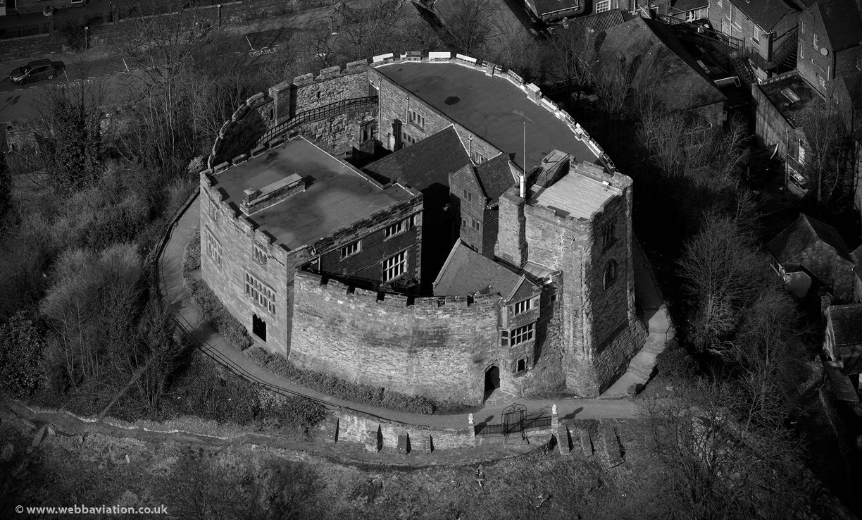 Tamworth_Castle_db15435bw.jpg