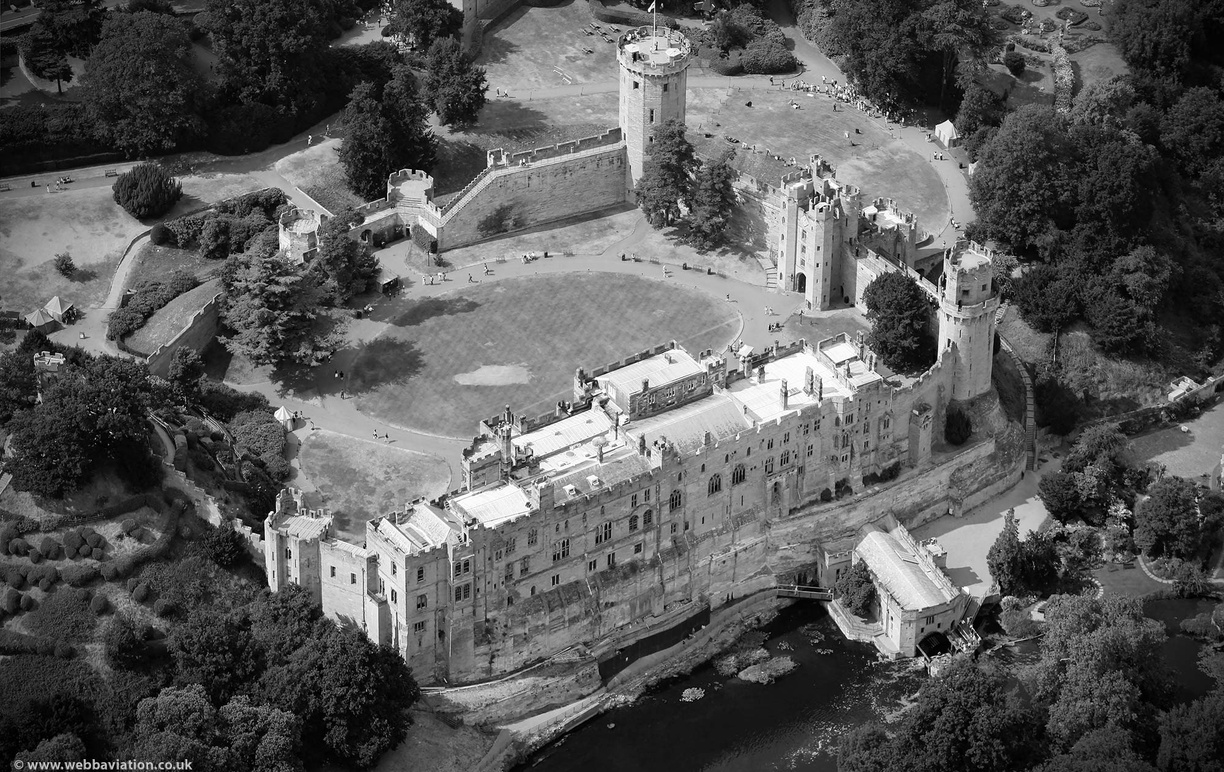 warwick_castle_air_aa05532bw.jpg
