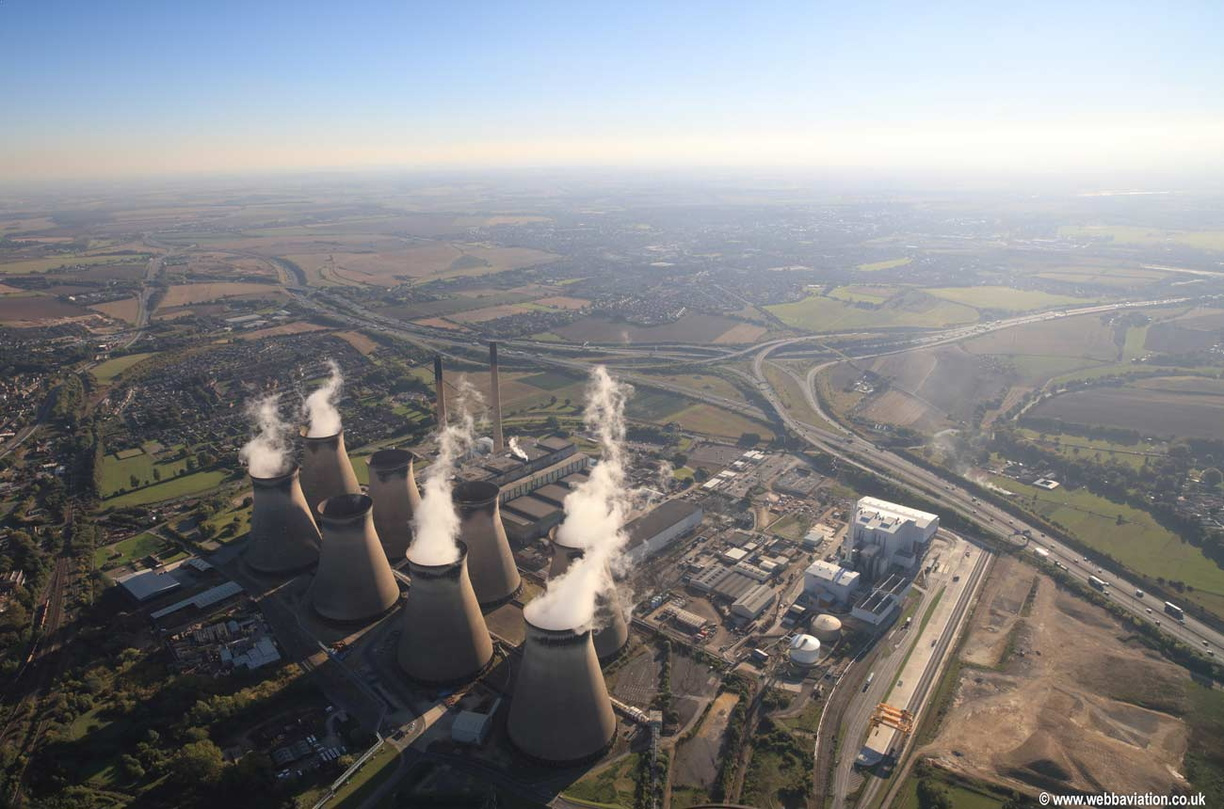 Ferrybridge_power_station_jd29001.jpg