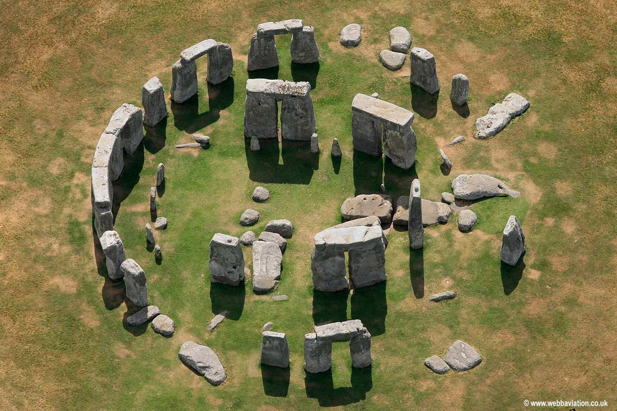 Stonehenge ancient stone circle offers a glimpse into ... |Stonehenge Aerial View Complete