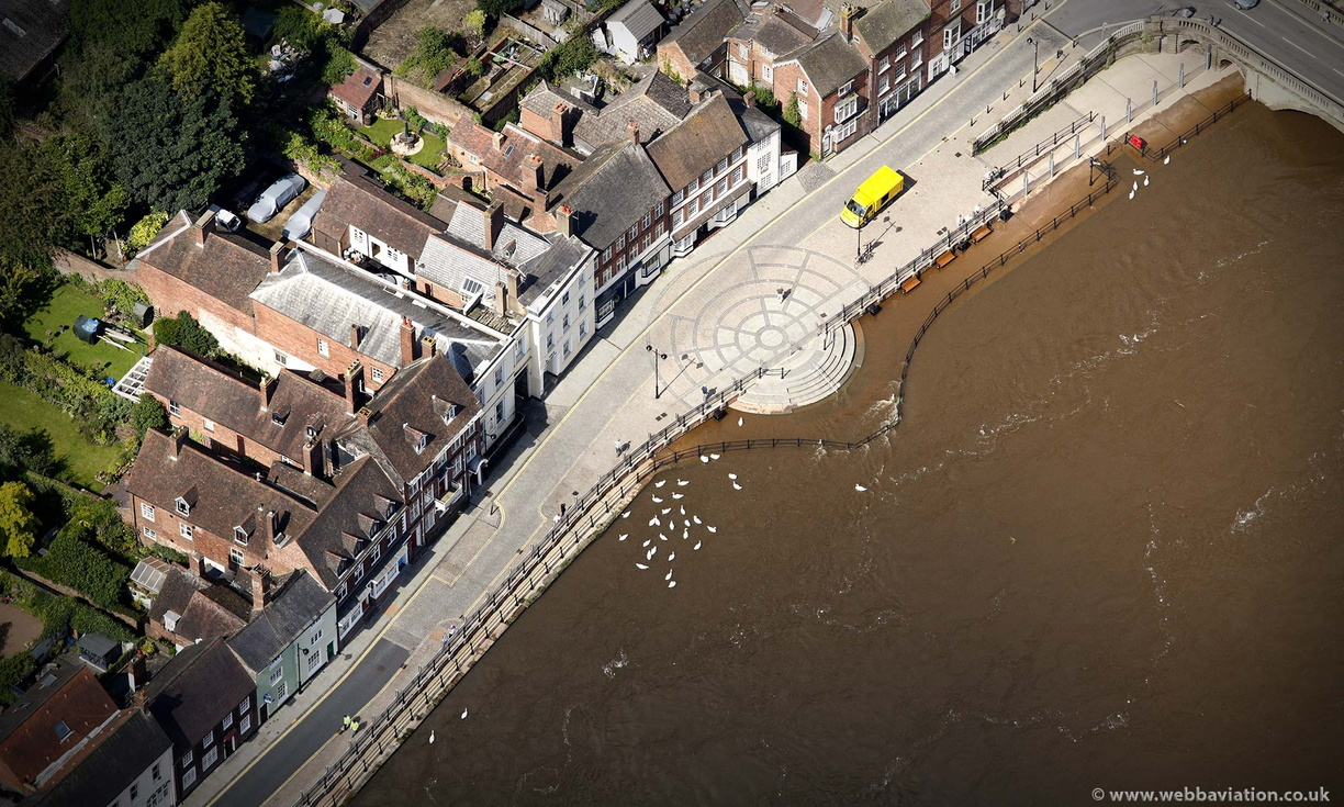 Bewdley_flood_defences_ba17579.jpg