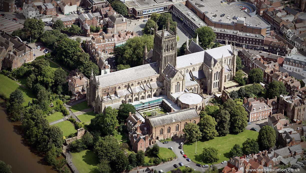 Worcester_Cathedral_ba18084.jpg