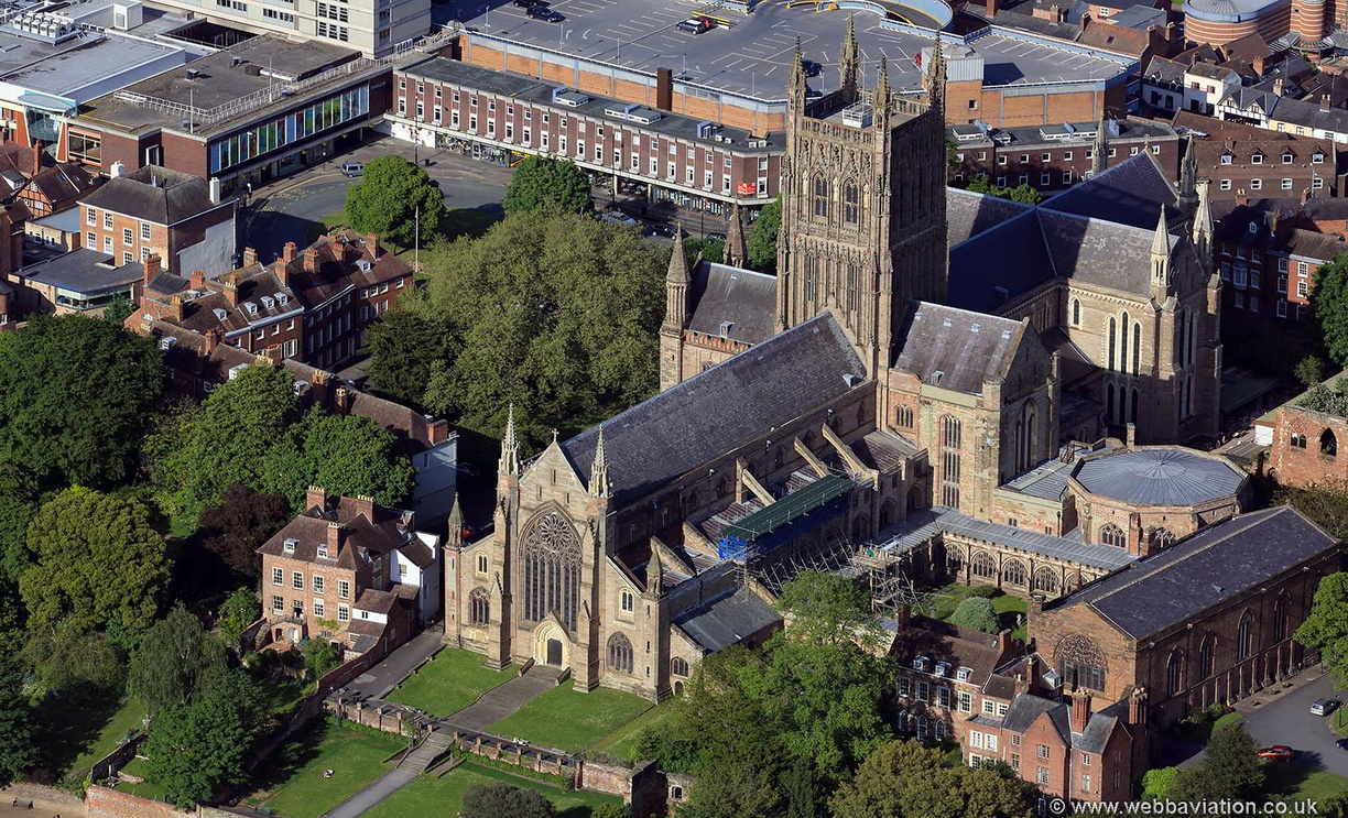 Worcester_Cathedral_hc35118.jpg