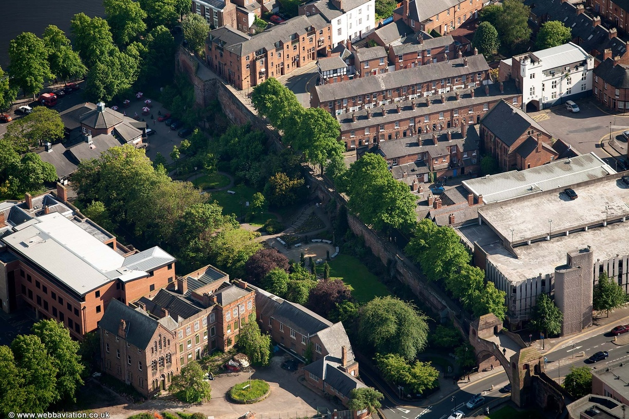 Chester_city_walls_aa03064.jpg