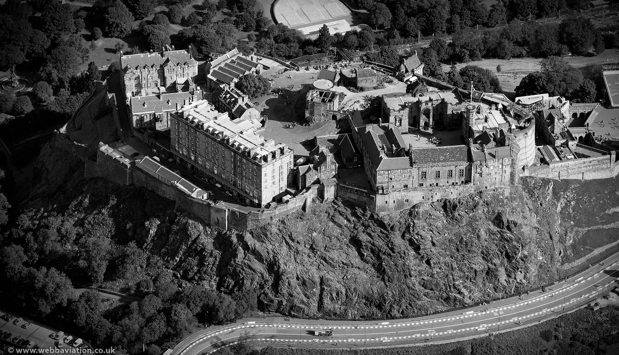 Edinburgh_Castle_db58273bw.jpg