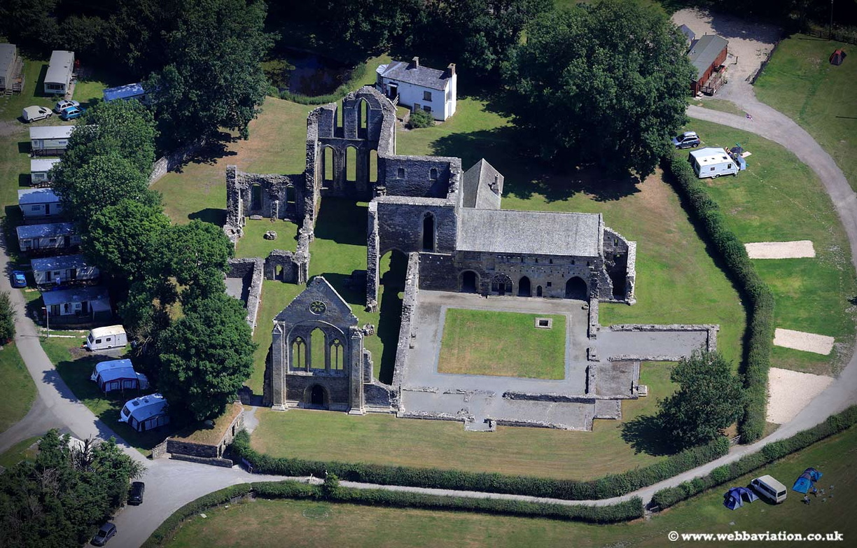 Valle_Crucis_Abbey_jc22561.jpg