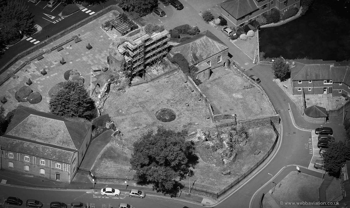 Neath_Castle_md09307bw.jpg
