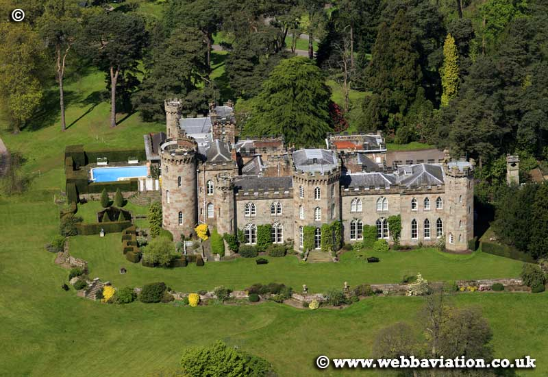 Cholmondeley_Castle_gb09610a.jpg